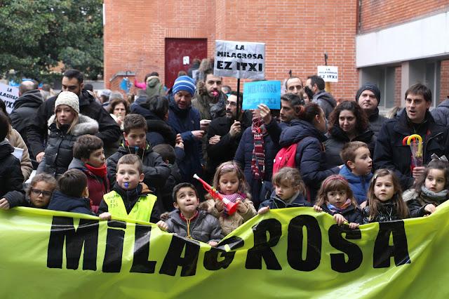 Protesta de familias y trabajadores del colegio La Milagrosa