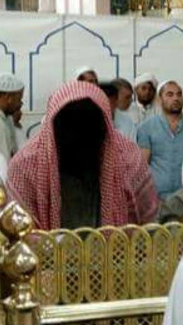Tanpa Disengaja, Seorang Jamaah Haji Mesir Memotret Sosok Tanpa Wajah Di Masjid Nabawi