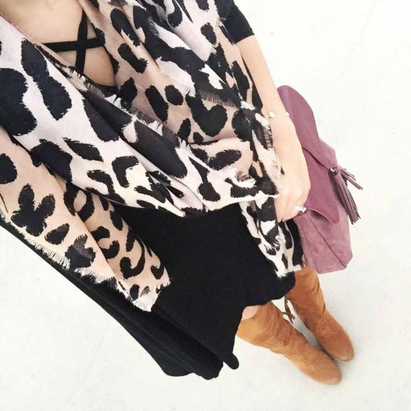 outfit selfie, leopard scarf, little black dress