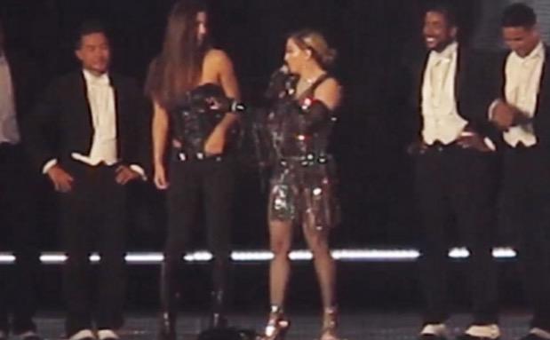 Susulan Isu Madonna Tarik Baju Remaja Sampai Ternampak Payudara