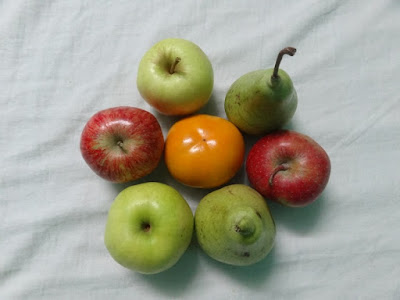 Fruits of Himachal - Middle one is Japanese Persimmon