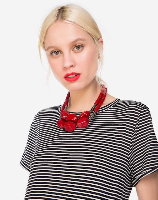 Acessório: Maxi colar com duas camadas em tamanhos diferentes para preencher o look