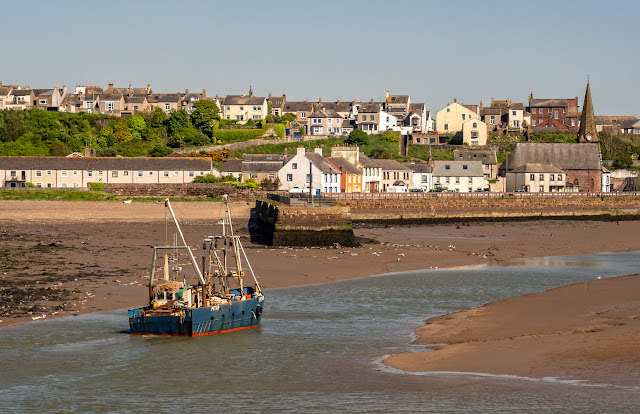 Photo of Solway Prospector heading into Maryport Harbour