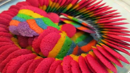 Resep kue lebaran lidah kucing pelangi unik