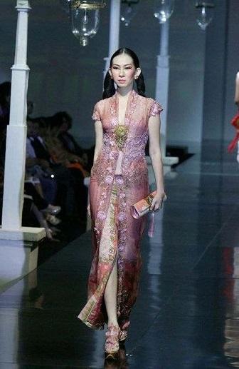 Model Kebaya Terbaru Karya Anne Avantie Untuk Perempuan Gemuk