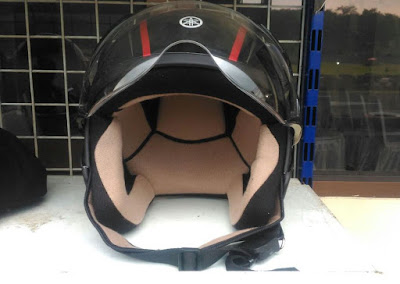 Helm bawaan Yamaha Lexi - Tampak depan