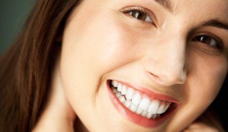 Cara Alami Memutihkan Gigi Yang Terbukti Ampuh