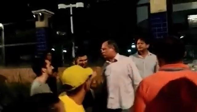 """Ciro Gomes discute com manifestantes em Fortaleza e chama Lula de """"m***"""""""
