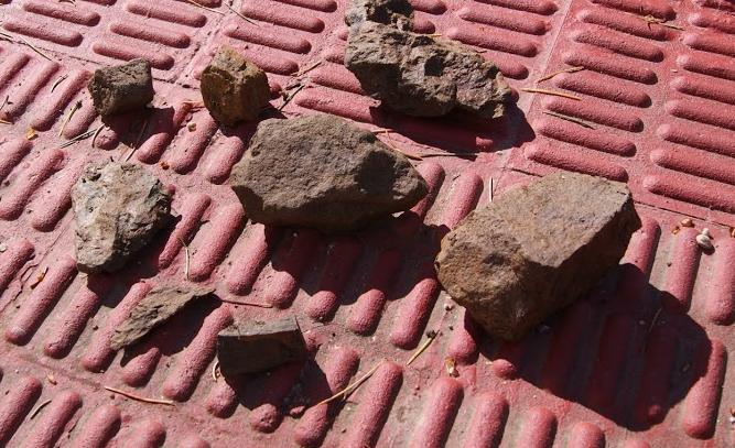 Muestra de varias piedras diferentes tomada en el terreno que queremos cultivar