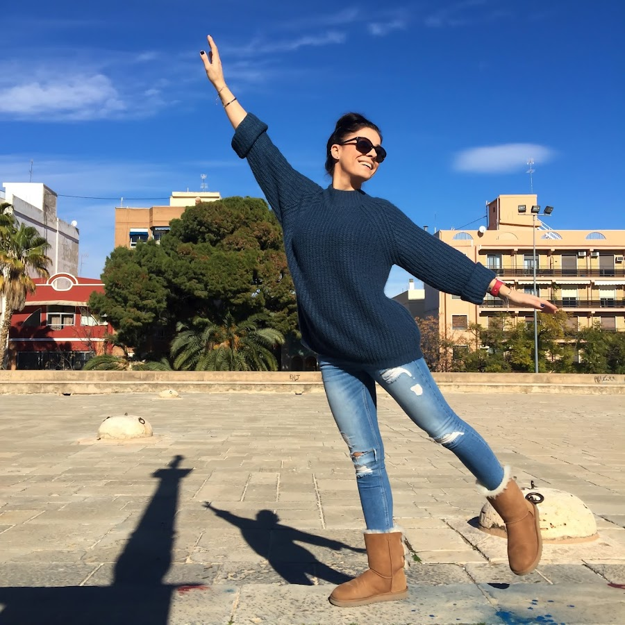 OUTFIT Winter, oversized sweater, ripped jeans, UGG boots