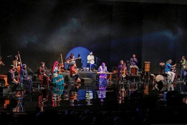 Image result for A banda de Rastāk tocando instrumentos tradicionais com melodias regionais