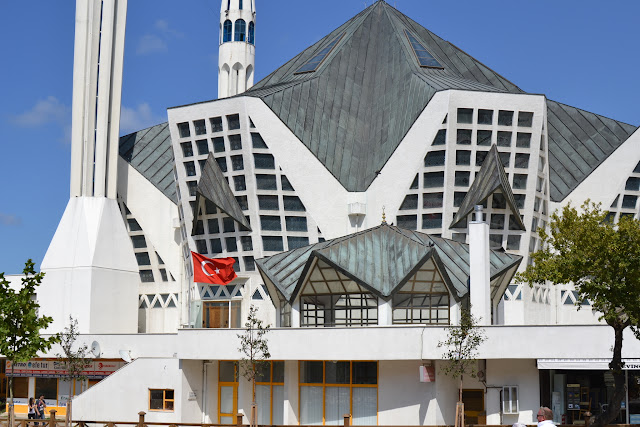 ilginç mimarili Merkez Cami, Akçakoca