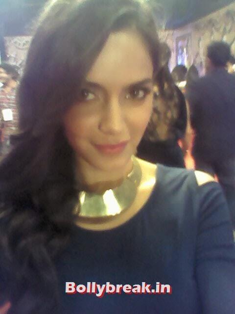 Esha Gupta, Bollywood Celebs Selfies from Star Screen Awards - Actresses & Actors
