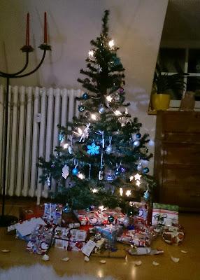 Weihnachtsbaum vor Katzen schützen
