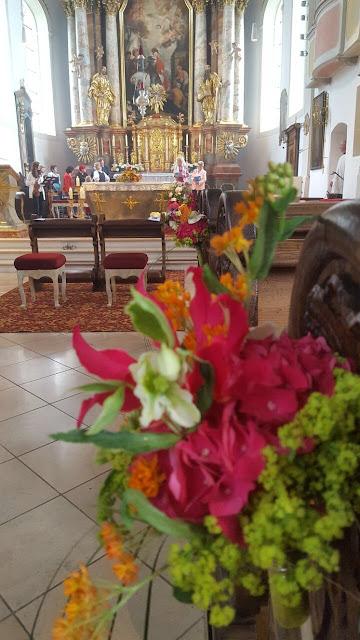 Katholische Trauung in St. Martin Garmisch, exotisch heiraten, Malediven Karbiik-Hochzeit im Seehaus, Riessersee Hotel Garmisch-Partenkirchen Bayern, Hochzeitsplanerin Uschi Glas