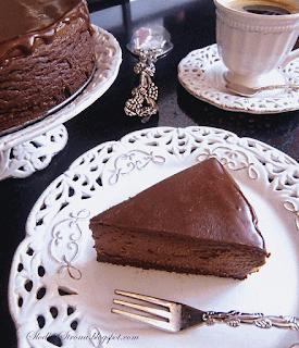 http://www.slodkastrona.com/2014/03/rewelacyjny-czekoladowy-sernik-ze.html