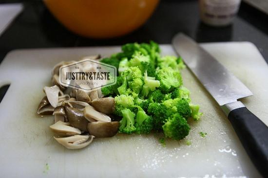 Resep Fetucini Alfredo dengan Ayam, Jamur dan Brokoli