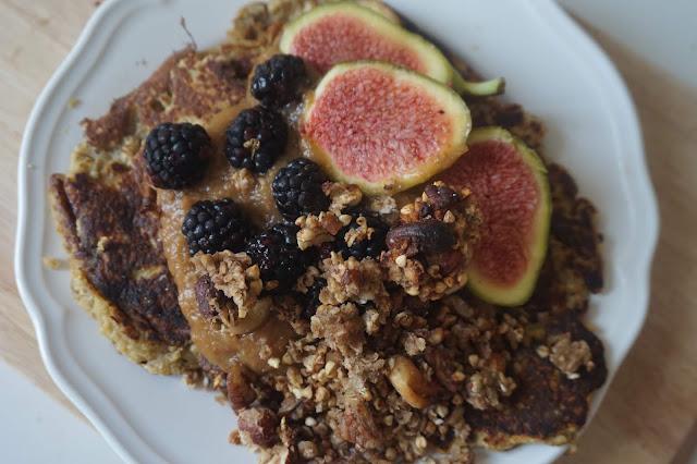 une_journée_dans_assiette_what_i_eat_in_a_day_recette_réequilibrage_alimentaire_healthy_manger_sain_vegan_menu_idee_rentrée_banana_pancake