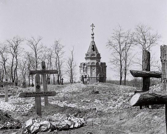 Славянск.  Склеп-часовня Залесского 19 в. Фото немецкого солдата. 1943 г.