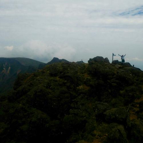 山頂から頂上山荘方面