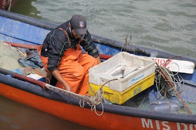 pescador en bote