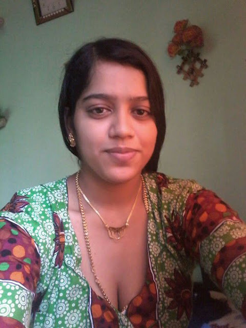 Real Tamil Girls Near Working Place Swlfie Photos  Beauty -6332