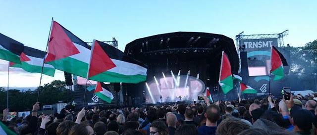 Palestinos protestam em show de Radiohead por boicote a Israel