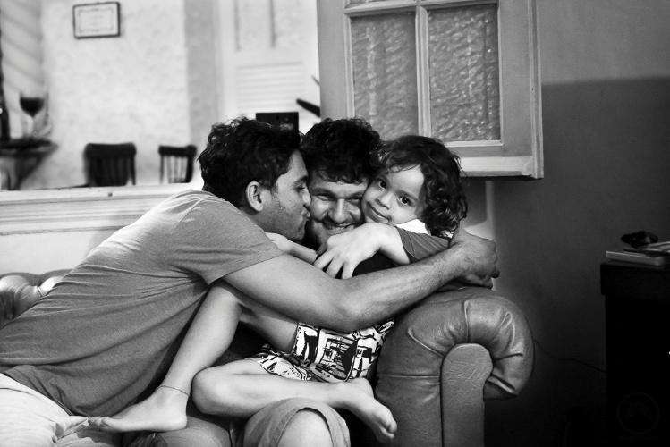 Fotógrafas se especializam em registrar famílias LGBT