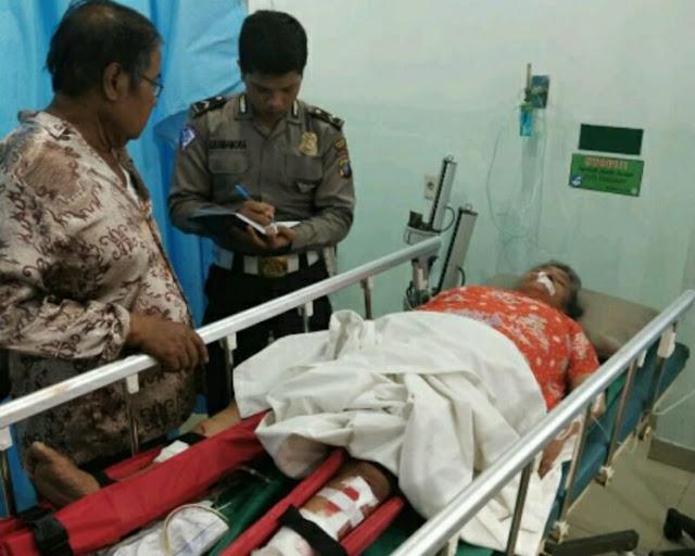 Korban lakalantas saat di rumah sakit.