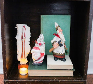 decorated holiday bookshelf 3