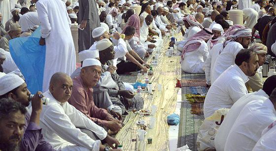هل تعرف ما هو أفضل عمل في رمضان !! .. شاهد التفاصيل