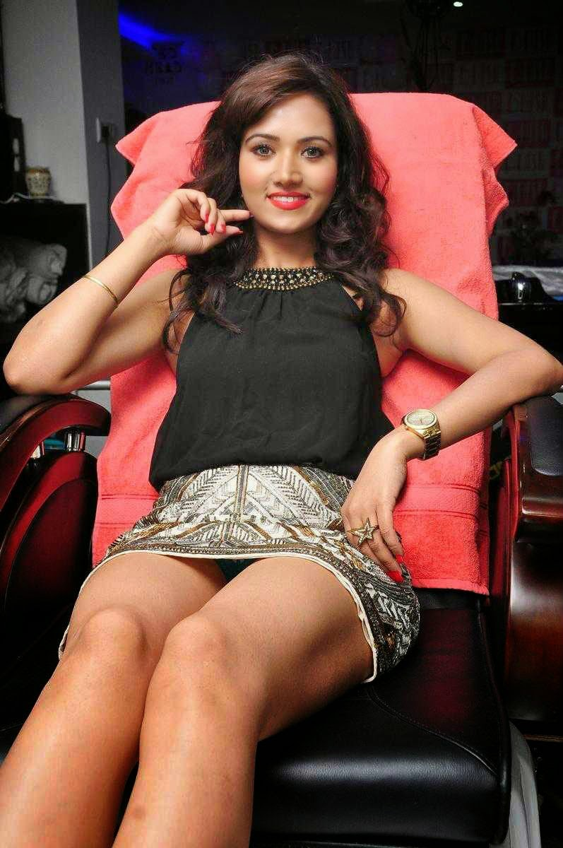 Actress Preeti Rana Hot Thighs Show