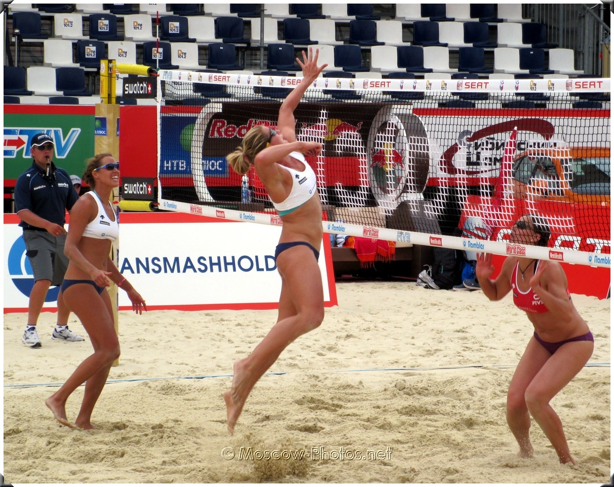 BEACH VOLLEYBALL OFFENSIVE ACTION
