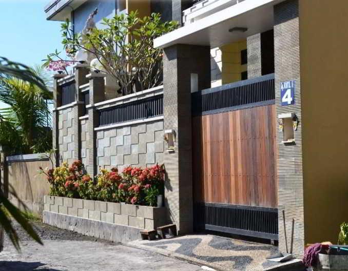 Desain Pagar Rumah Cantik Kombinasi Kayu, Besi dan Batu Alam