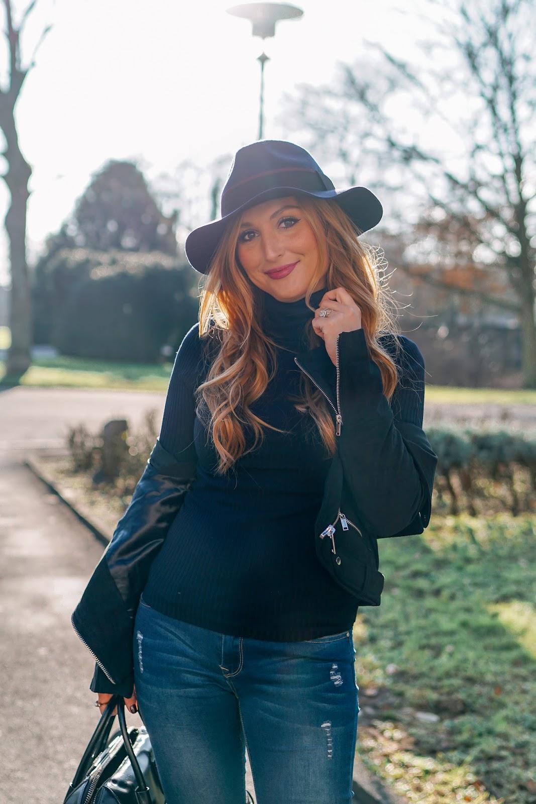 rollkragenpullover-Fedora-hut-kombinieren-wie-kombiniert-man-einen-fedora-hut-rolli-rollkragenpulli-fashionblogger-blogger-aus-deutschland-deutsche-fashionblogger-fashionstylebyjohanna