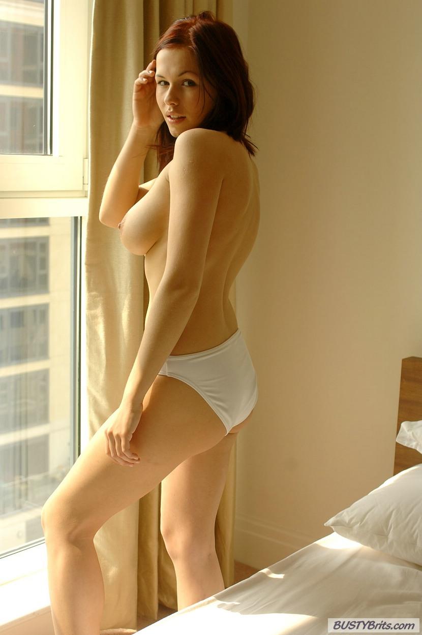model eropa manis redhead toket gede pentil pink iga wyrwal lagi telanjang dikamar,model bokep bule payudara besar