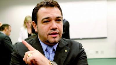 Estudante evangélica acusa Feliciano de assédio sexual e tentativa de estupro