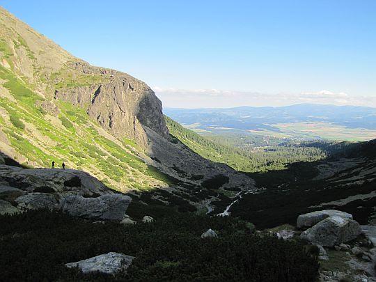 Dolne partie Doliny Młynickiej z progu na Skoku.