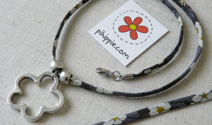 Regalos Comunión collar  cordón Liberty flor original invitados