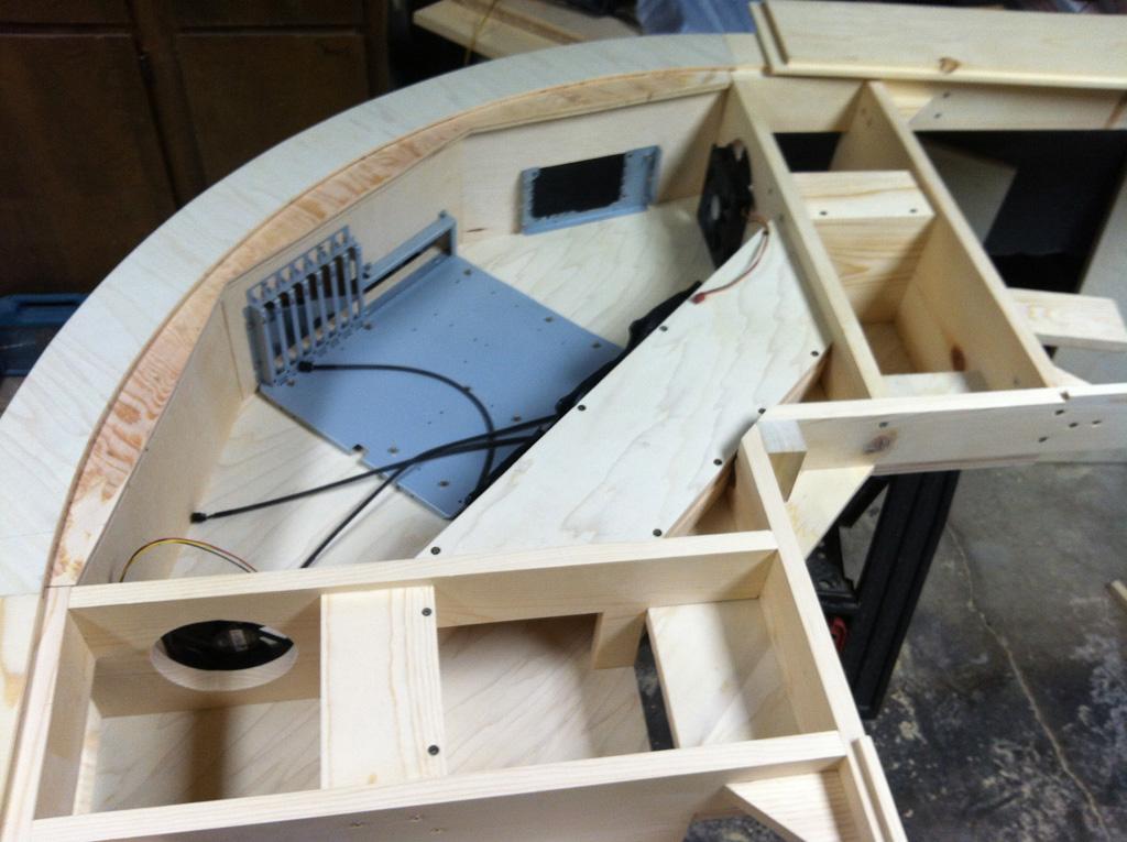 loren 39 s projects the computer desk. Black Bedroom Furniture Sets. Home Design Ideas
