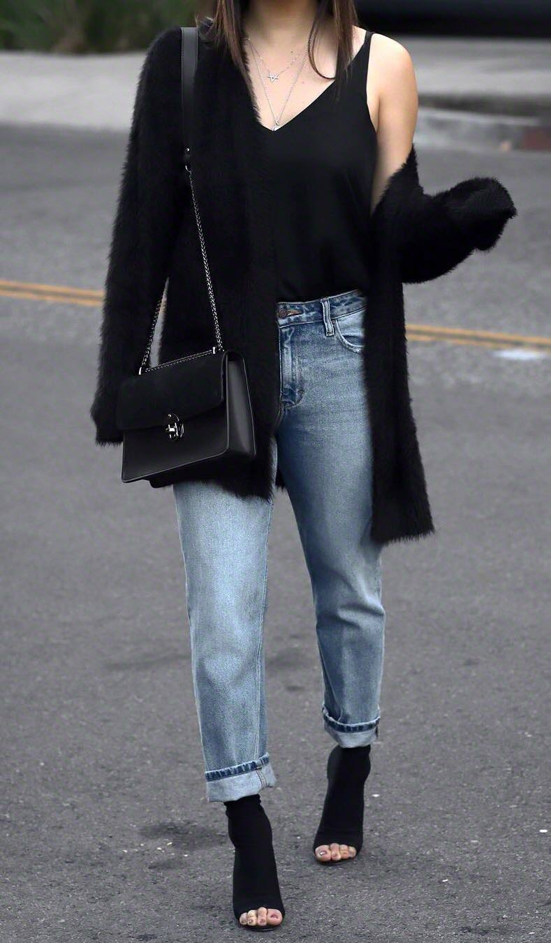 trendy fall outfit_bag + boyfriend jeans + blak top + cardigan + open toe boots