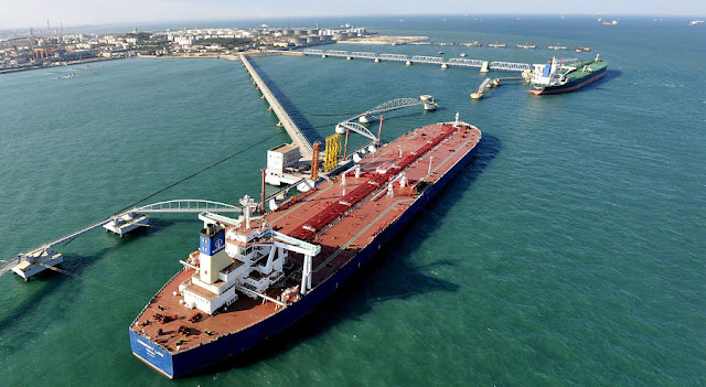 Image Attribute: A general view of a crude oil importing port in Qingdao, Shandong province, November 9, 2008. REUTERS/Stringer/File Photo