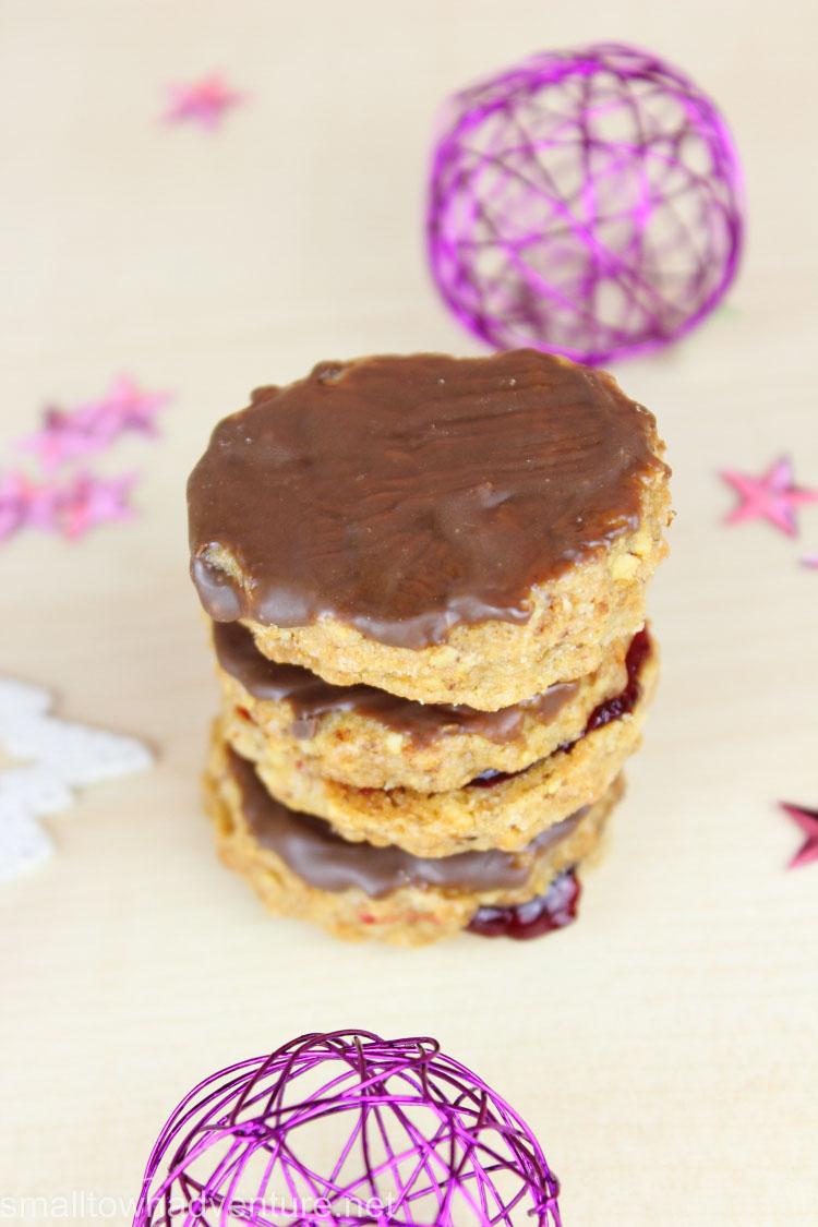 Plätzchenrezepte Haselnuss-Taler, Weihnachten, Weihnachtsplätzchen, In der Weihnachtsbäckerei