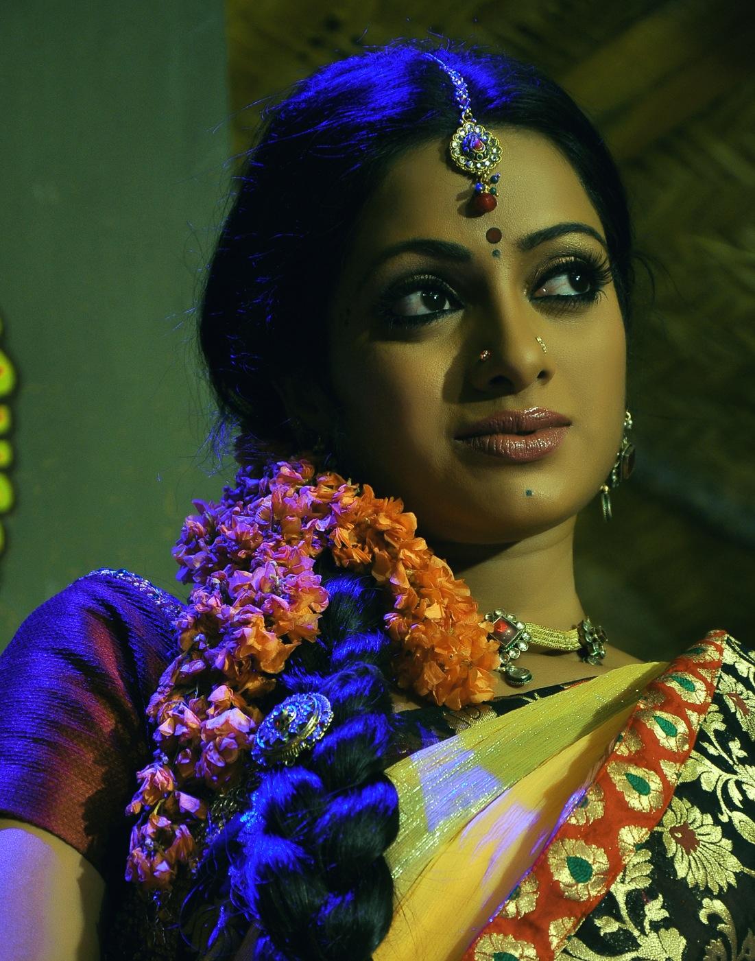 New Wap: Telugu And Tamil Actress Karthika Wallpapers and