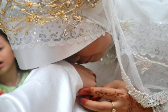Wahai Suami Janganlah Kau Menyakiti Hati Istri Karena Rezekimu Akan Sulit