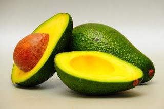 buah avokado