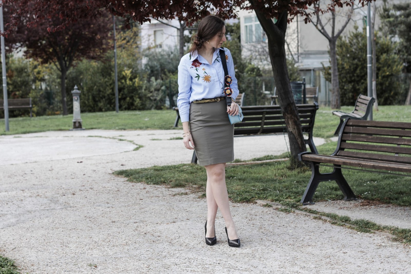 TREND DI STAGIONE: come indossare la camicia con ricami floreali!