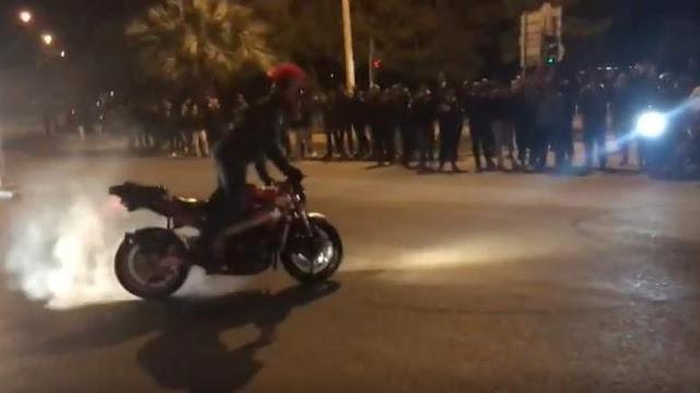 Κόντρες με μηχανές στις 03:15 τα ξημερώματα στα Τρίκαλα