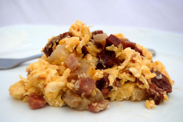 Duelos y Quebrantos con Chorizo, Huevos y Tocino
