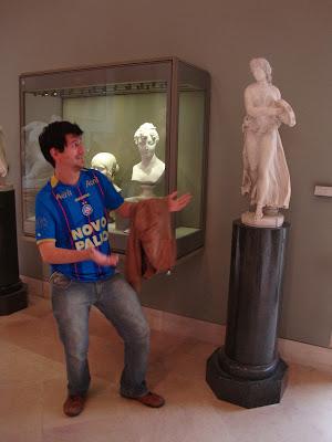Tcharans! Agora é a sua vez, vem minha deusa, minha rainha - Louvre - Paris - França